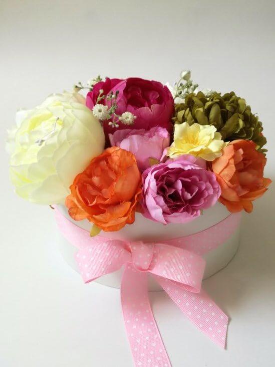viragdoboz-szines-viragokkal